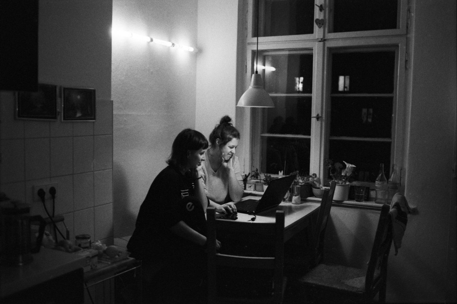 Fusc | Clubwear und Fetisch Fashion aus Berlin | Damaris Moos und Rosa Hirn | GROSS∆RTIG