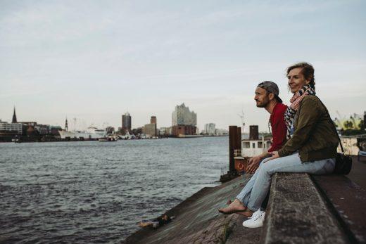 »Einfach anziehend«   dein Moderatgeber von Kirsten Brodde und Alf-Tobias Zahn, wenn du Wegwerfmode satthast   Foto: Rene Zieger   GROSS∆RTIG