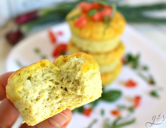 The BEST Frittata Muffins | This gluten-free healthy recipe is perfect for an easy school day breakfast for the kids. These low carb and clean eating mini egg muffins are just what you need to make your mornings easy. Use any veggies you have on hand like zucchini, onion, spinach, carrots, anything! These muffins can be made Paleo or Whole30 if you omit the cheese and use ghee. Need a protein-packed lunch meal idea? Pack these!