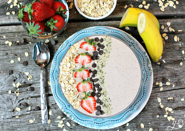 The BEST Oatmeal Chocolate Chip Cookie Smoothie Bowl | Cookie flavors any time of the day work for me, but this healthy breakfast recipe can't be beat! If you have ever wondered how to make a smoothie bowl, look no further. Make this easy and protein filled (Greek yogurt & almond milk) meal with toppings galore on weekend mornings...so you have time to savor every last bite. Gluten free and clean eating has NEVER tasted so good!