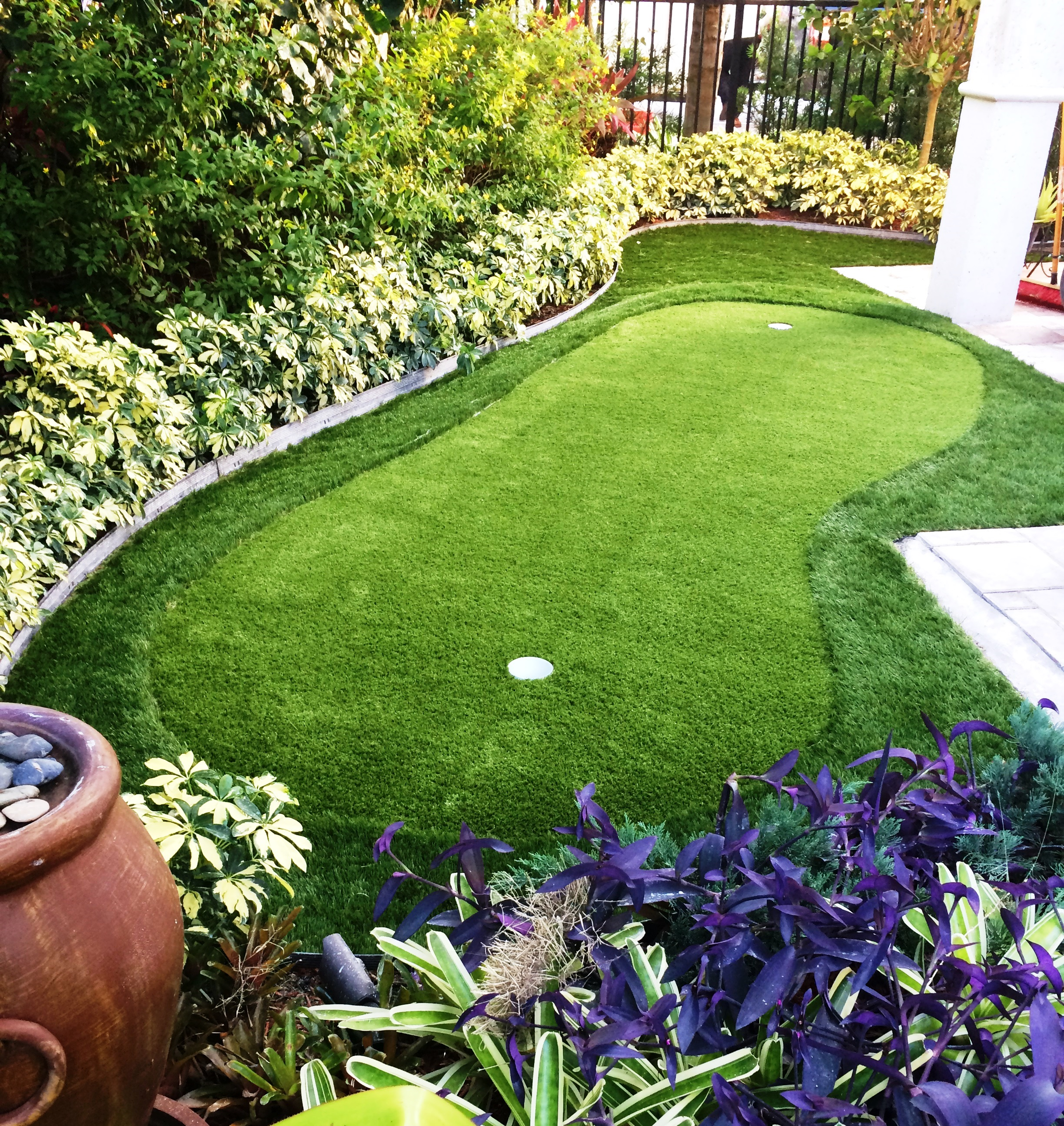 Backyard Landscaping Ideas, Time to Go Green Your Home ... on Putting Green Ideas For Backyard id=97738