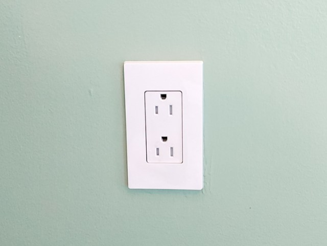 New screwless tamper resistant outlet inverted and installed