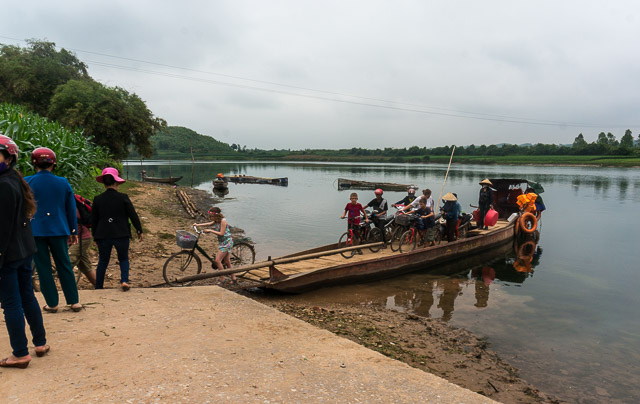 Ohong Nha ferry across the river