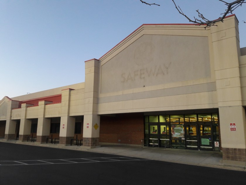 Photo of vacant grocery store.