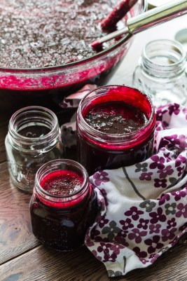 7 Ways to Use Blackcurrants. Cordial is just one great idea on how to use these delicious berries.
