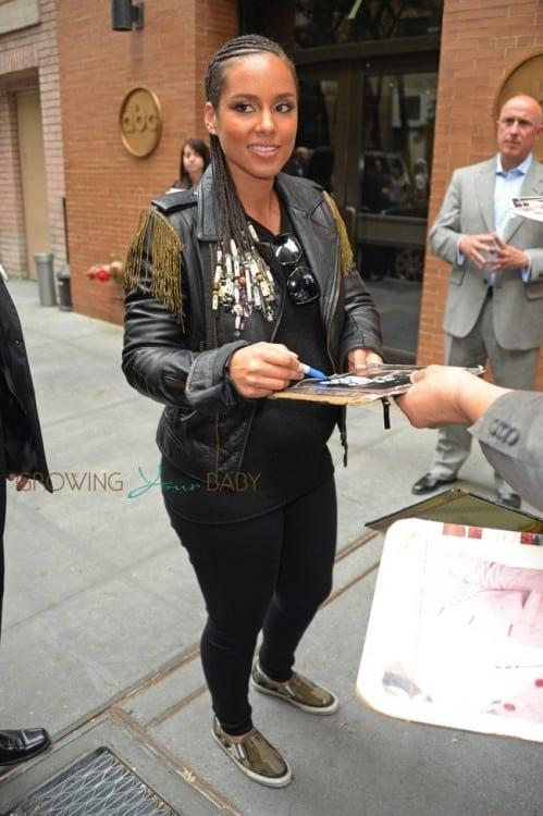 Pregnant Alicia Keys 2014