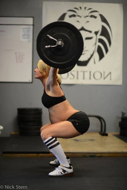 Pregnant Mom Lea Ann Ellison lifting weights  Photo of pregnant weightlifter sparks heated debate
