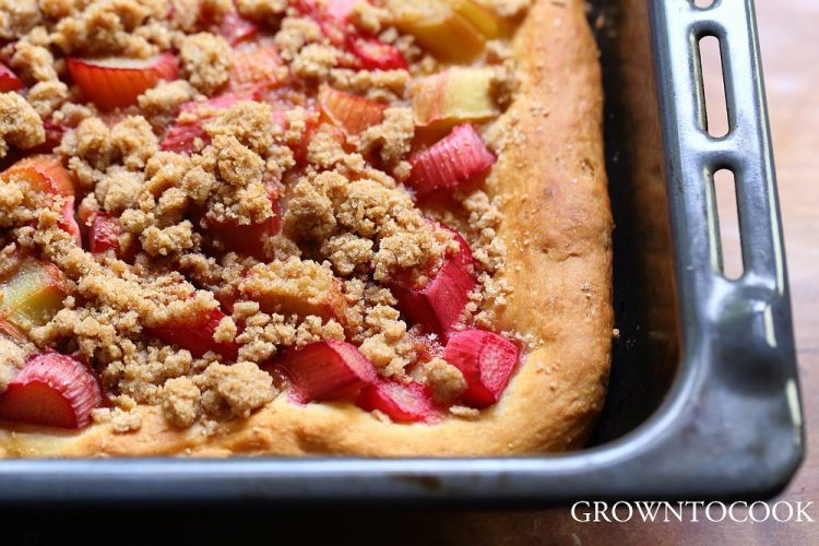 Rhubarb kuchen with streusel