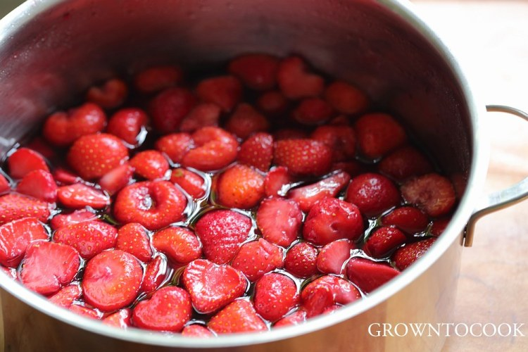 Strawberries in red wine syrup