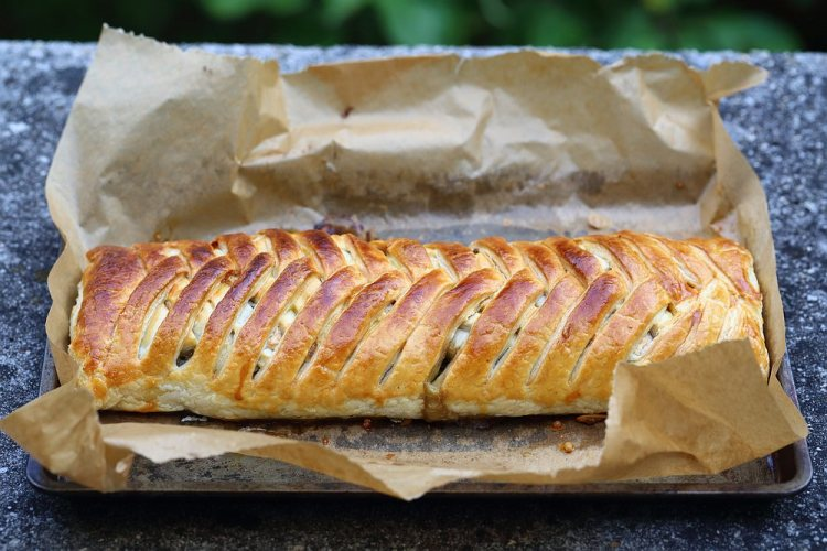 Savory strudel with chard and blue cheese