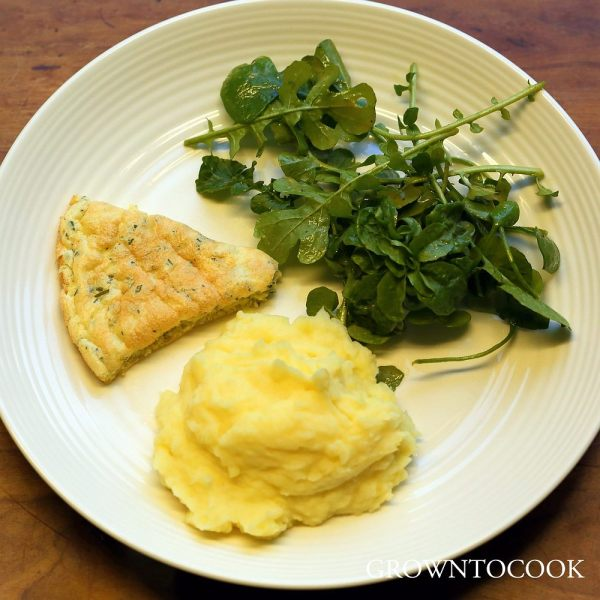 omelette with potato mash and winter salad