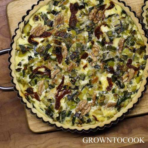 leek quiche with sundried tomatoes and walnuts