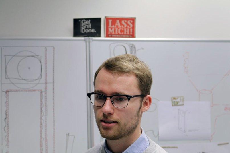 David Bredt hatte die Idee für den energiesparenden Duschkraft Duschentfeuchter. Foto: Ralph Schipke