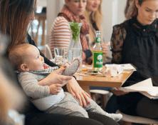 Zwischen Windeln und Karriere – Vernetzt euch Mütter!