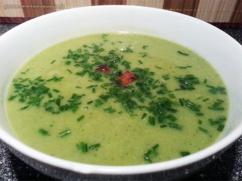 Vegan Fasten - Tag 9 - Brokkolisuppe mit Champignons und Räuchertofu