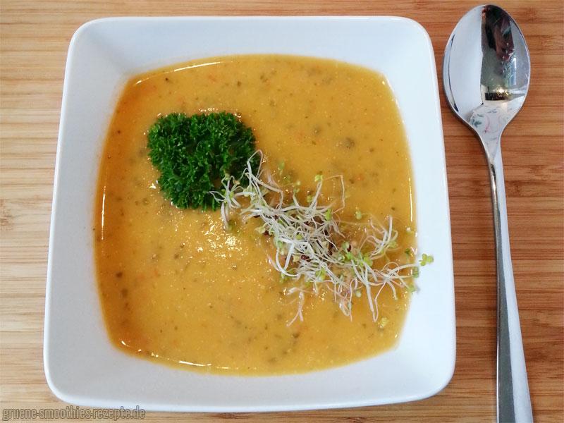 Die Paprika-Sellerie-Suppe mit Kokosmilch - Passt herrlich gut in den Herbst :)