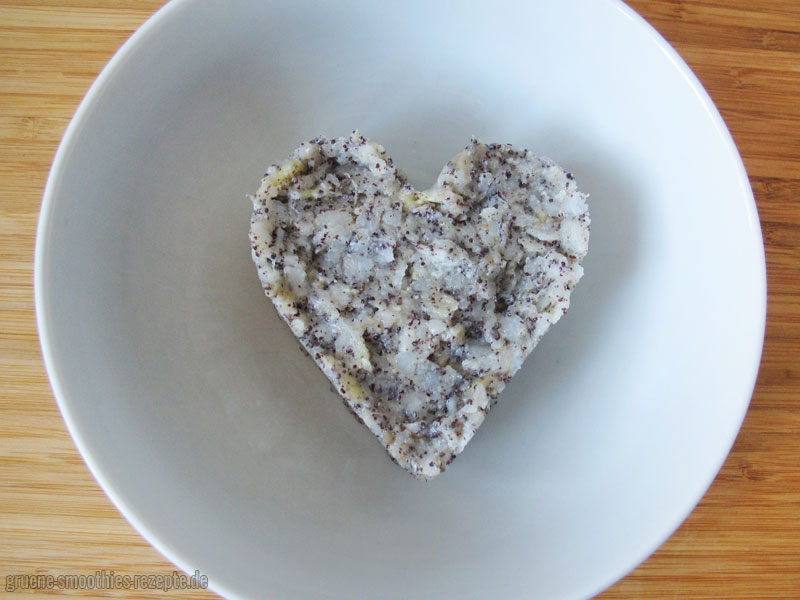 Reisflocken-Porridge mit Mohn und Kokos