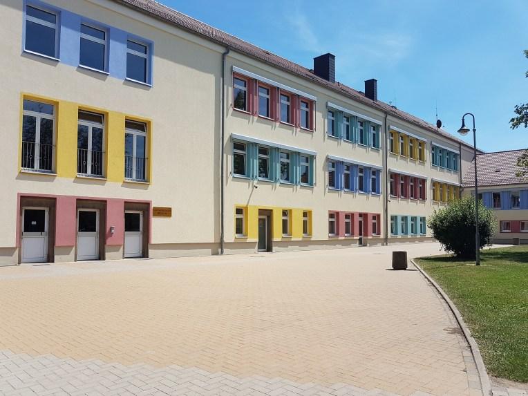 Rückansicht Schulgebäude