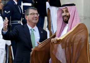 U.S. Defense Secretary Ash Carter (L) welcomes Mohammed bin Salman, deputy crown prince and defense minister of Saudi Arabia, at the Pentagon in Washington May 13, 2015. REUTERS/Yuri Gripas