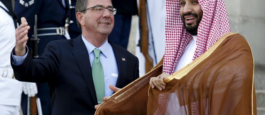 U.S. Defense Secretary Ash Carter (L) welcomes Mohammed bin Salman, deputy crown prince and defense minister of Saudi Arabia, at the Pentagon in Washington May 13, 2015. REUTERS/Yuri Gripas
