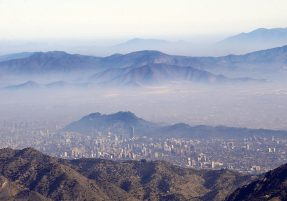 Overview of Santiago showing a layer of smog caused by the local industries and the growing number of cars stationary over the Chilean capital, June 11, 2009. AFP PHOTO/Martin BERNETTI