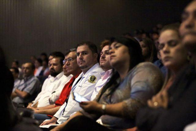 Mais de 900 médicos fazem prova do Revalida neste sábado
