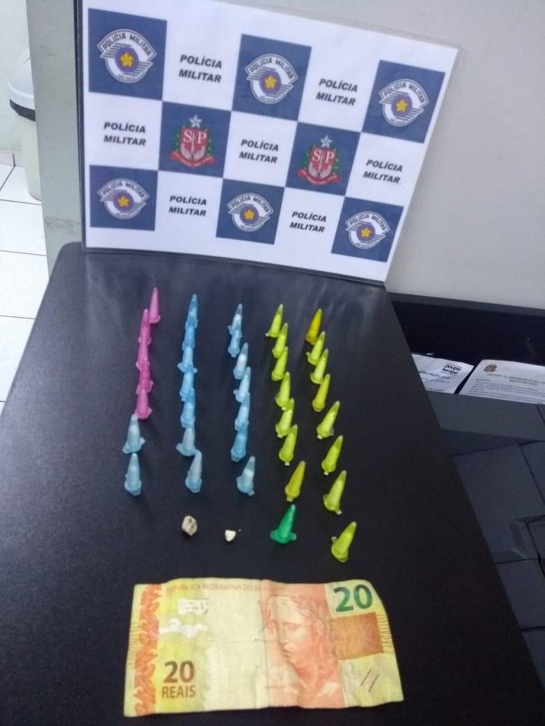 PM prende homem e mulher por tráfico de drogas no bairro do Estádio