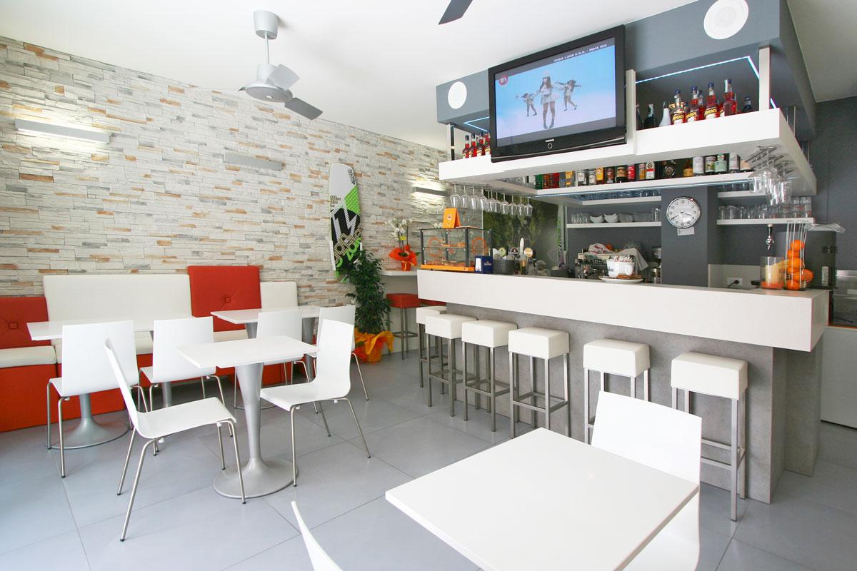 In policarbonato per arredamento bar ristorante pub pizzeria stile moderno. Bar Gardesana Gruppo 5 Custom Made Furnishings For Hotels Contract Sector And Homes