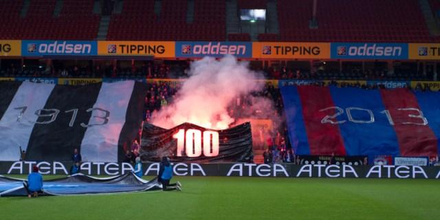 OH i sort og hvit med 1913, OH i blått og rødt med 2013 og bluss. Jubileumsesongen avsluttes mot Sandnes Ulf, en kamp Vålerenga vinner 2-0. Se flere bilder fra kampen her.