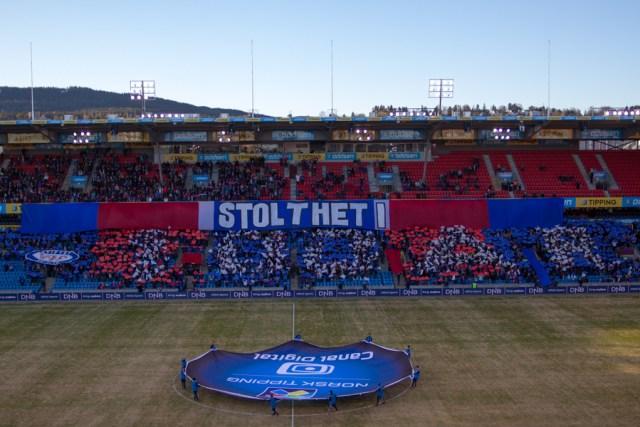 """Banner og mosaikk startet jubileet i april 2013 mot Sogndal. """"Stolthet i 100 år"""" var budskapet og Vålerenga vant 1-0. Se flere bilder fra kampen."""