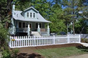 vinyl or wood fence comparison hercules fence gsa