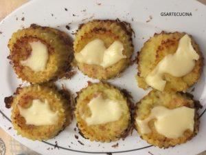 Tortino di patate ricoperto da Emmenthal filante