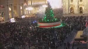 Italia i gialli assembramenti natalizi