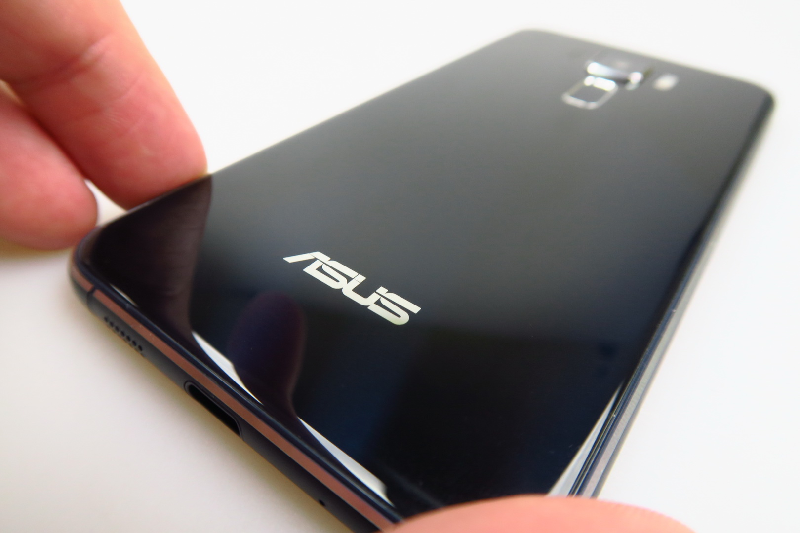 ASUS ZenFone 3 ZE520KL Review Improved Design Camera And