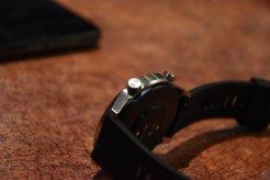 Huawei Watch GT2 przyciski (1) / fot. techManiaK