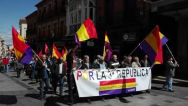Los manifestantes llegando a la plaza Mayor. Foto: ARGU9