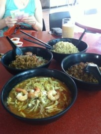 Things I Just Discovered In Singapore - Sarawak Laksa and Kolo Mee