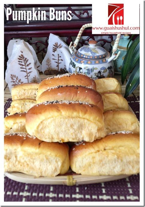 Pumpkin Bread Rolls (金瓜排包)