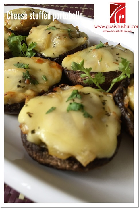 Cheesy Portobello Mushrooms With Bacons (奶酪培根烤波托贝罗蘑菇)