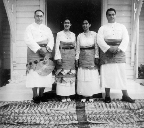 Royal bridal party, Tonga. New Zealand Free Lance: Photographic prints and negatives. Ref: PAColl-5469-055. Alexander Turnbull Library, Wellington, New Zealand. http://natlib.govt.nz/records/22856543
