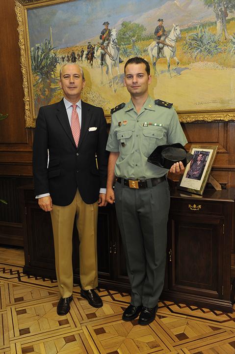 El Director General de la Guardia Civil recibe al Capitán Bouzas, el cual ha recibido una beca para realizar un Master en la Universidad de Columbia (EE.UU.)