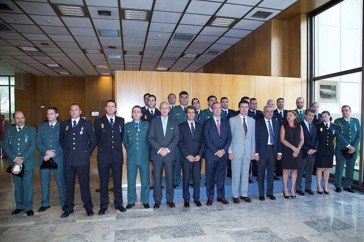 El Gobierno impone las condecoraciones de la Orden del Mérito Civil a 25 agentes por su labor en la protección de Derechos de Propiedad Industrial