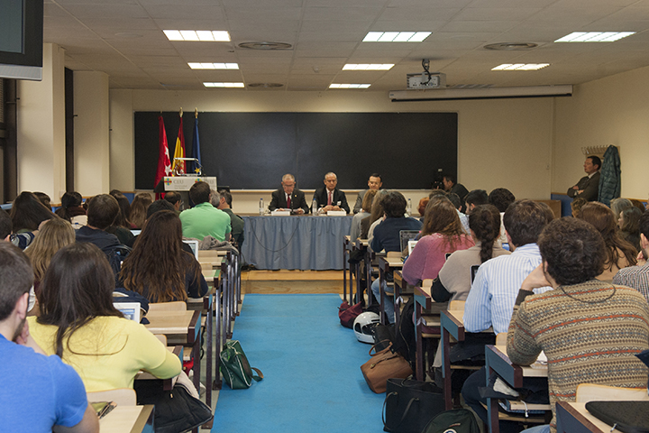 """El Director General imparte una Conferencia titulada """"La Guardia Civil y la lucha contra el terrorismo de base islamista""""  en el Instituto Internacional de Ciencias Políticas"""