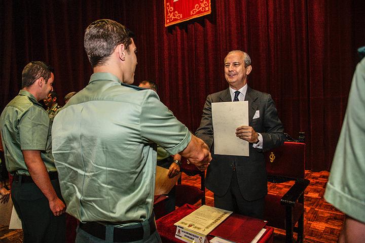 El Director General preside la entrega de los diplomas a los aspirantes del Colegio de Guardias Jóvenes
