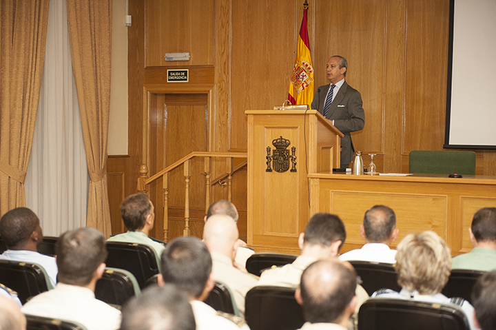 El Director General imparte una conferencia sobre la Guardia Civil en el XVI Curso de Estado Mayor de las Fuerzas Armadas