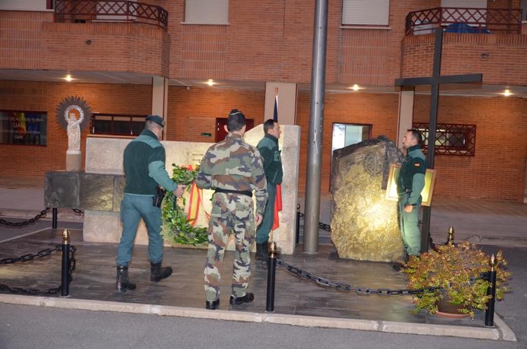 La Unidad de Acción Rápida de la Guardia Civil dedica el Izado de la Bandera a las victimas del atentado en París
