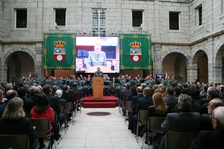 El Parlamento de Cantabria homenajeó a la Guardia Civil y la Policía Nacional en el XXXV Aniversario de la Constitución Española