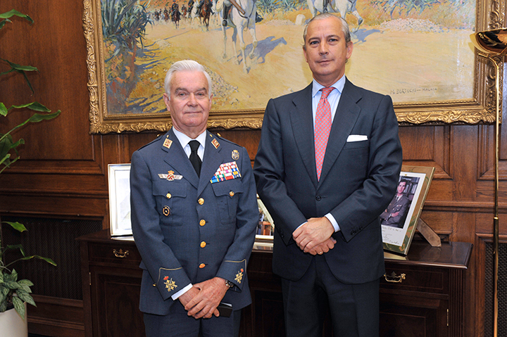 El Director General ha recibido al General Francisco José García de la Vega con ocasión de su nombramiento como Gran Canciller de la Real y Militar Orden de San Hermenegildo