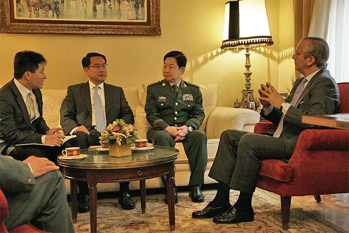 El Director General recibe a una delegación de la Policía Armada de la República Popular de China