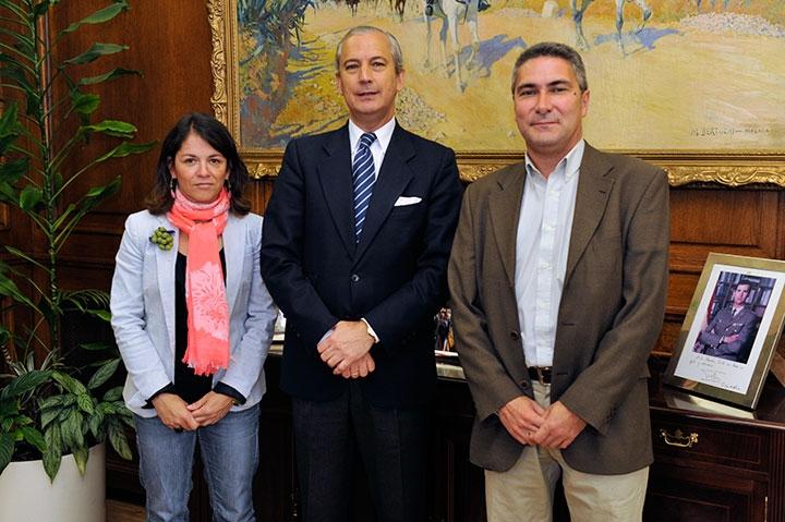 El Director General de la Guardia Civil junto a la Alcaldesa y el Primer Teniente de Alcalde de Torrelodones